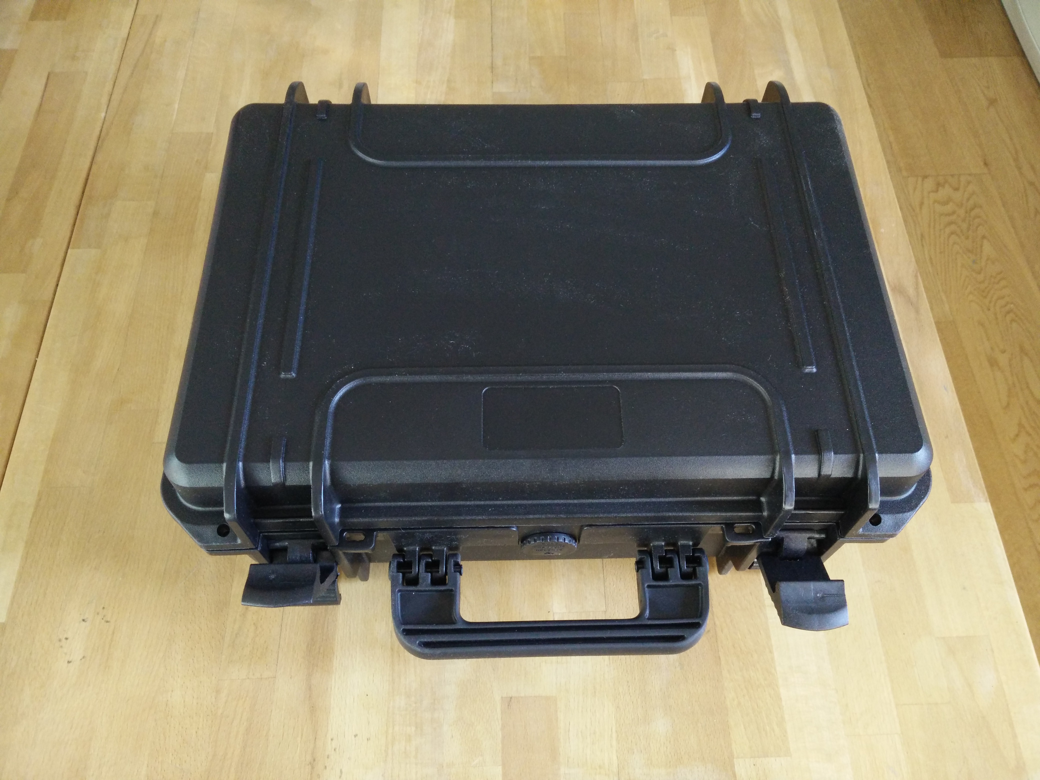 Splashproof case 430